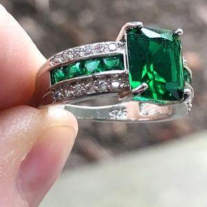 🍃💐925 Elegant Green Emerald Cut w CZs Ring!💐🍃